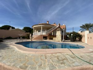 3 soveroms Villa, 1000m² tomt og privat basseng i Los Balcones, Torrevieja